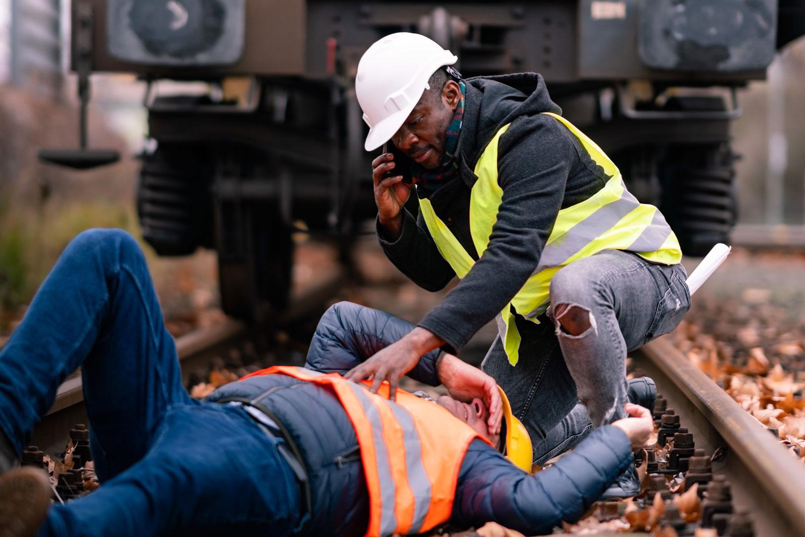 Personen-Notsignal-Anlagen •Personennotsignalsystem •oscom-Deutschland •Bahnbediensteter •Alleinarbeiterschutz •Alleinarbeit • Alleinarbeitsplatz • Mitarbeitersicherung • Jobs in Bielefeld